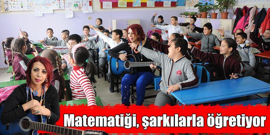 Matematiği, şarkılarla öğretiyor