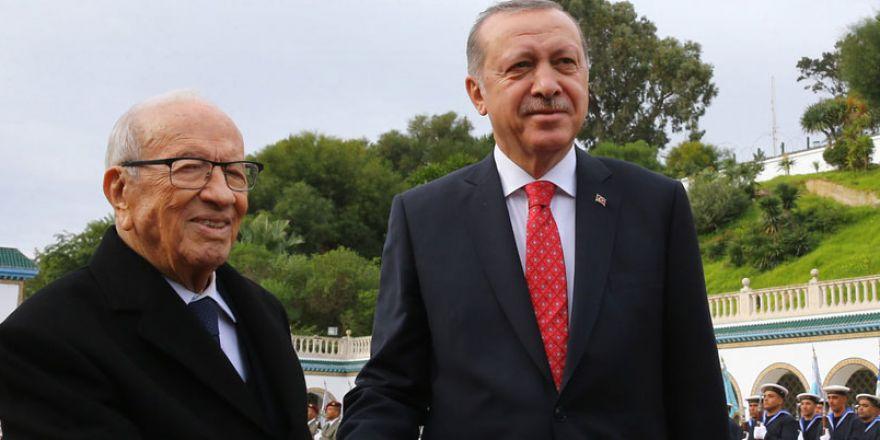 'Beşar devlet terörü estirmiş bir teröristtir'