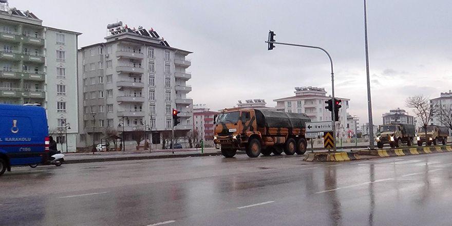 Gaziantep'ten çıkan askeri konvoy, Kilis'e ulaştı