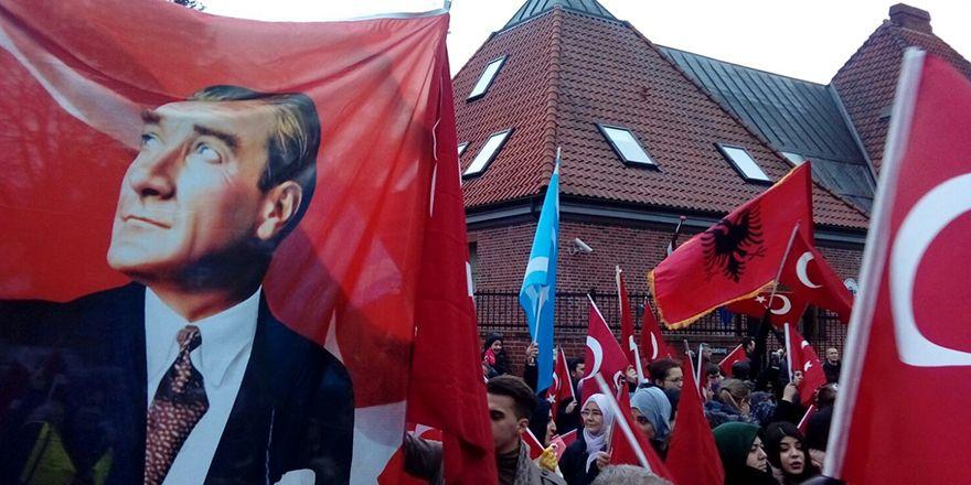 Kopenhag'da Türkiye'ye destek mitingi