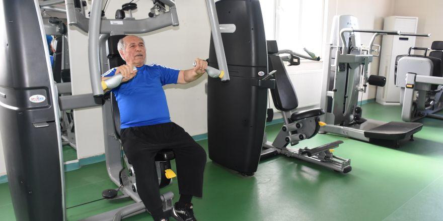 75 yaşında spor yaparak hastalığını yendi