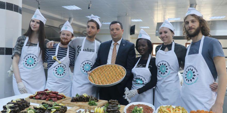 Avrupayı aşçılar, Gaziantep'te yemek yapmayı öğreniyor