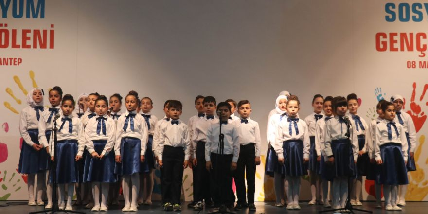 Suriyeli ve Türk gençler şölende buluştu