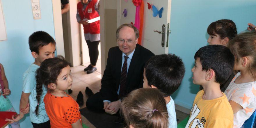Büyükelçi Berger'den Kızılay Toplum Merkezi'ne ziyaret
