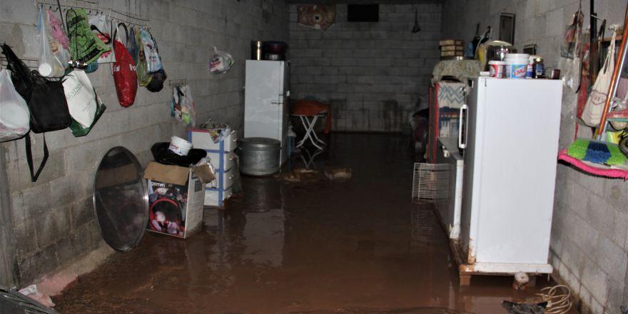 Gaziantep'te sağanak sele dönüştü ev ve ahırları su bast
