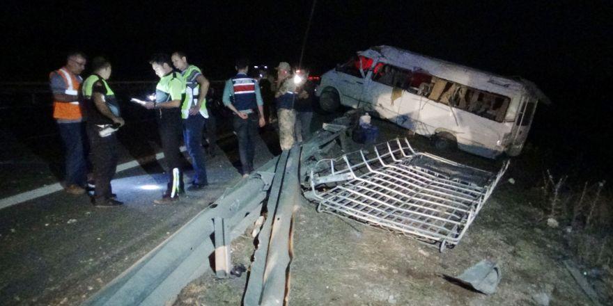 Gaziantep'te tarım işçilerini taşıyan minibüs devrildi