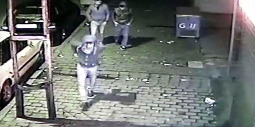 Ölüm tehlikesine aldırış etmeyen hırsızlar kameralara yakalandı