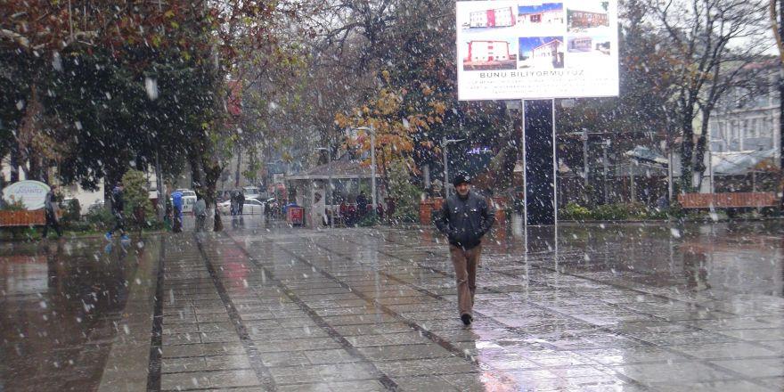 İslahiye 'ye mevsimin ilk karı düştü